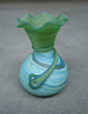 Bulb vase with fluted top and wrap 5 1/4""