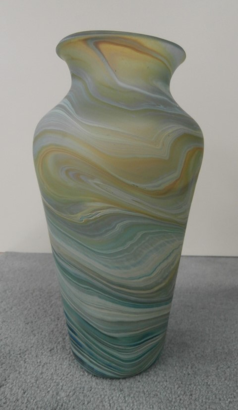 Wide vase short neck