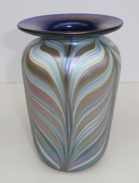 Feathered blue rim vase