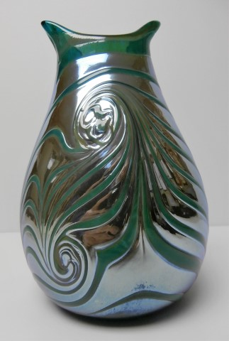 Green                       trail on mirror pouch vase